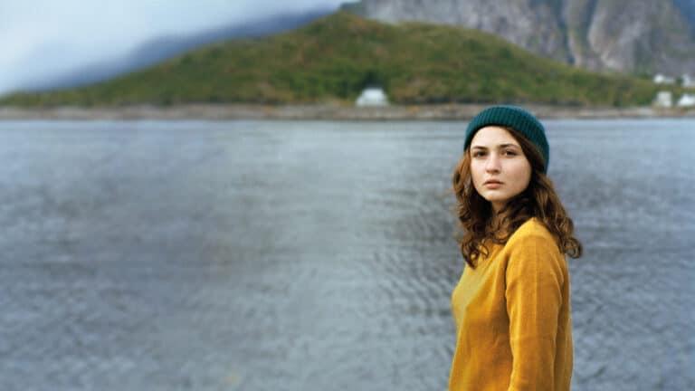 Illustrasjonsbilde av kvinne i fjordlandskap.