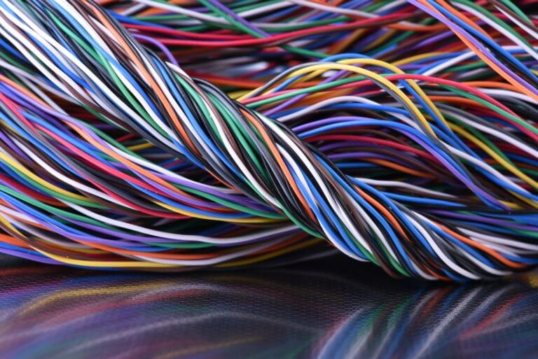Elektriske kabler med plastbelegg